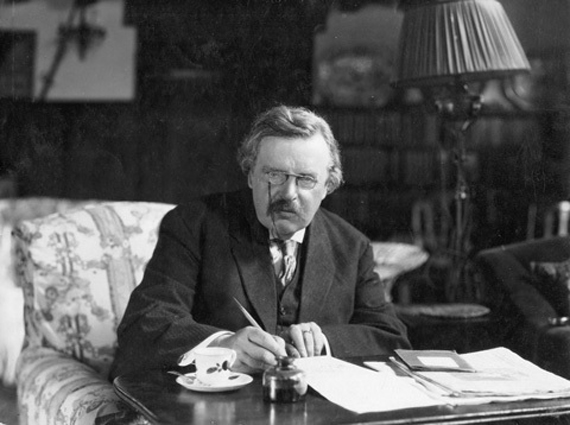 G.K. Chesterton con café y notas