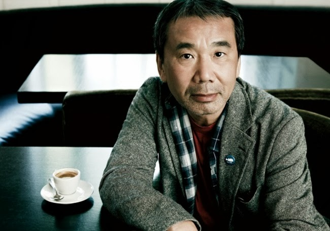 El escritor japonés Murakami con un café