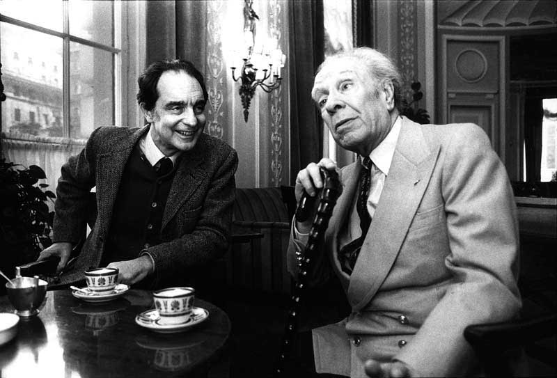 Jorge Luis Borges e Italo Calvino compartiendo un café