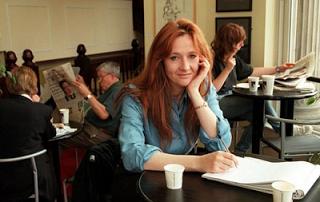 J.K. Rowling suele escribir en cafeterías