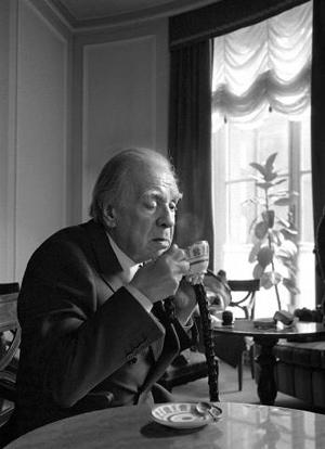 Jorge Luis Borges con un café