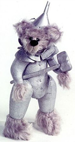 el hombre de ojalata teddy bear