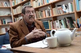 El Premio Nobel Günter Grass ante una taza de café