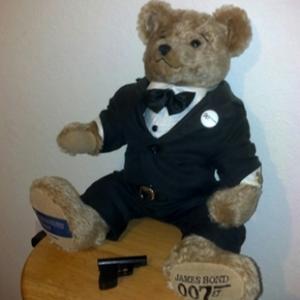 El agente 007 en oso de peluche