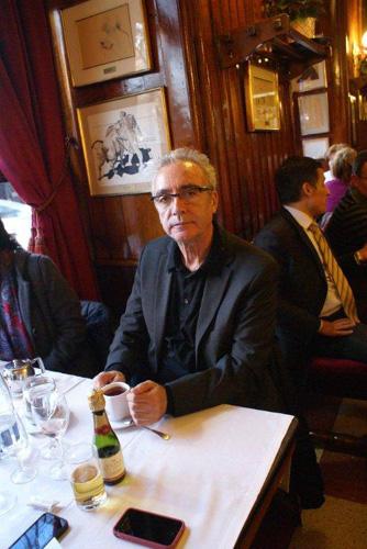 Juan José Millás en tomando café a los postres