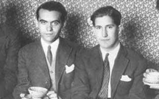Federico García Lorca tomando café