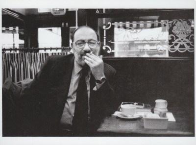 Umberto Eco en una cafetería