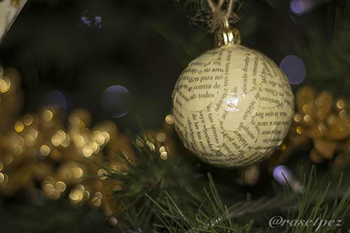 bolas en el árbol