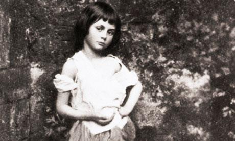 La Alicia original, Alice Liddell, fotografiada por Lewis Carroll en 1862