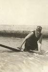 Agatha Christie practicando surf en Las Palmas de Gran Canaria