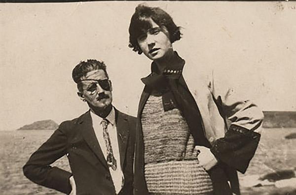 James Joyce con su hija Lucia en 1924
