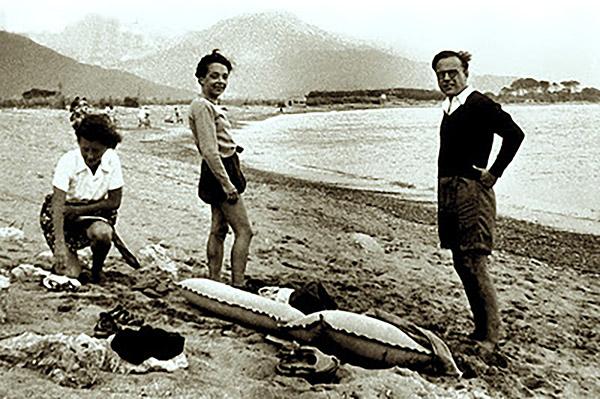 Marguerite Duras en la playa
