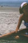 Sylvia Plath leyendo en la playa