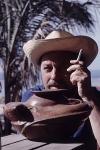 Tennessee Williams en las playas de México, en 1963