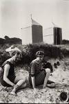 Virginia Woolf y Clive Bell en la playa de Studland, en Dorset, en 1909