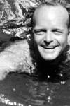 Truman Capote nadando