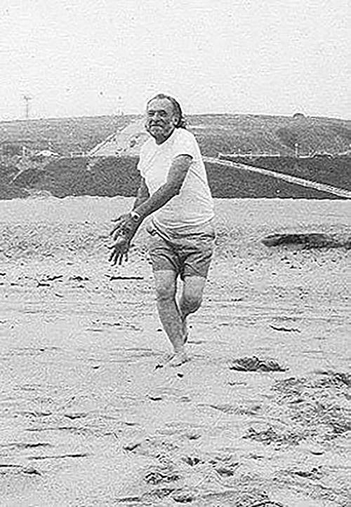 Charles Bukoswki en la playa