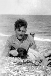 George Orwell en Southwold Beach, Suffolk, sobre 1930