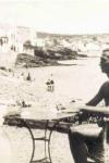 Lorca y Dalí en Cadaqués, con la playa de fondo