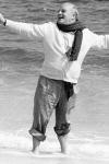 Truman Capote en la playa en 1984, poco antes de su muerte