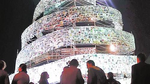 Torre de Babel iluminada