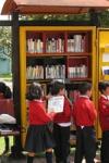 Escolares realizando actividades de lectura en un PPP