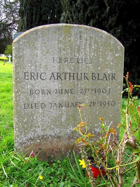 Lápida de la tumba de George Orwell, con su verdadero nombre
