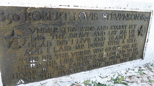 Placa de bronce de la tumba de Louis Stevenson
