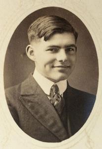 Ernest Hemingway con 17 años