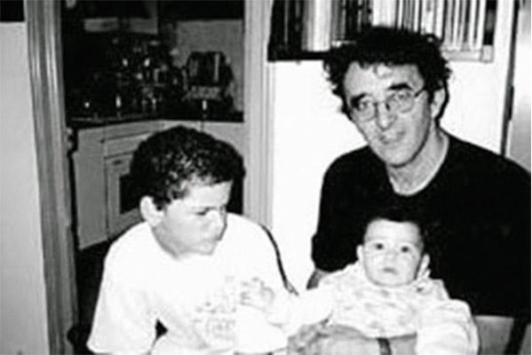 Roberto Bolaño con sus hijos Lautaro y Carolina