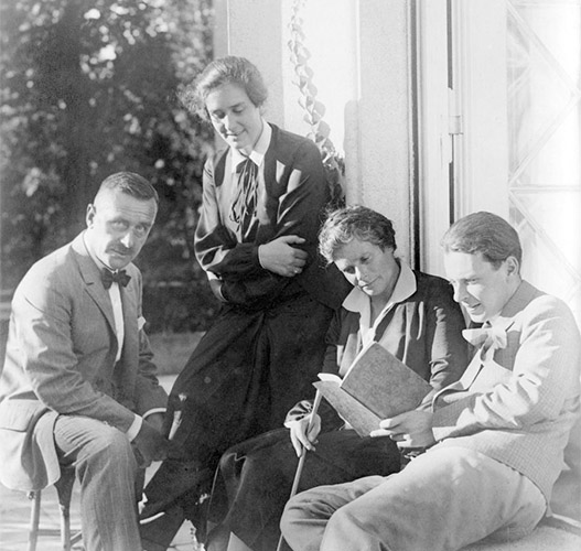 Thomas Mann con sus hijos Erika y Klaus, y su esposa Katia