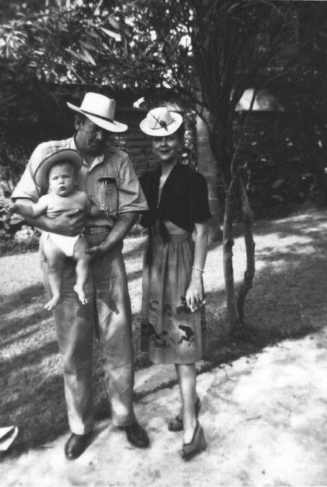 John Steinbeck y su familia 1945