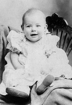 Ernest Hemingway cuando era un bebé