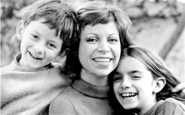 Isabel Allende con sus hijos Nicolás y Paula
