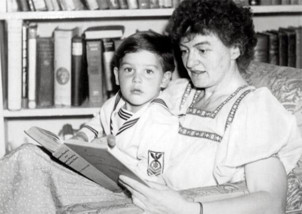 PL Travers y su hijo Camillus