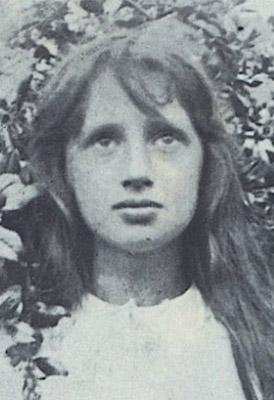 Preciosa imagen de Virginia Woolf de niña