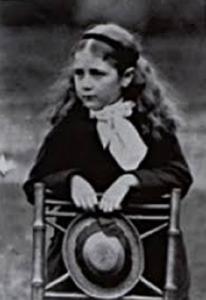 La escritora de literatura infantil Beatrix Potter cuando ella también era una niña