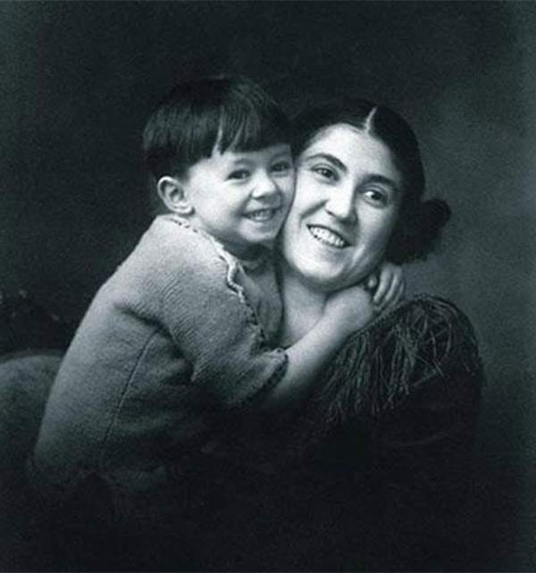 Mario Benedetti con su madre, Matilde Farrugia