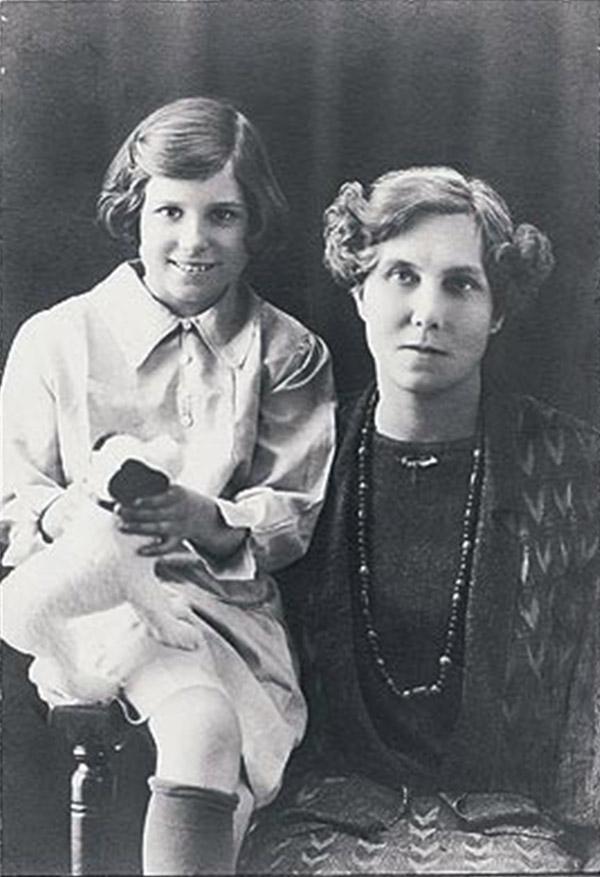 Doris Lessing con su madre