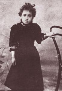 Gabriela Mistral de niña