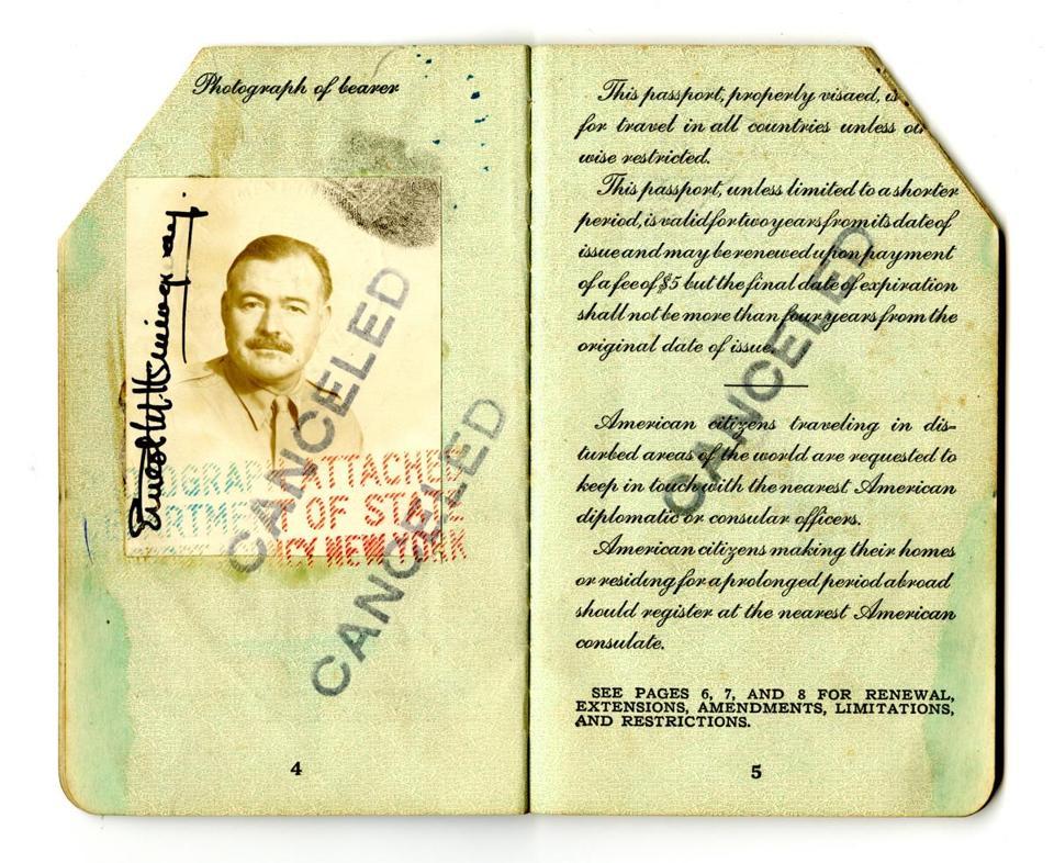 Pasaporte de Hemingway. 1945