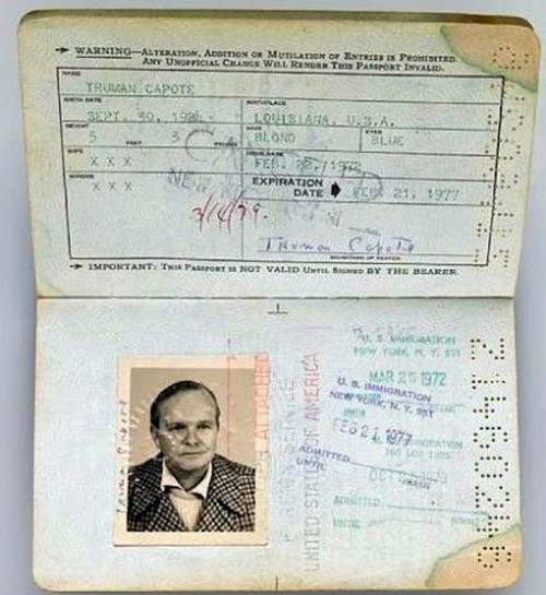 Pasaporte de Truman Capote expedido en 1972