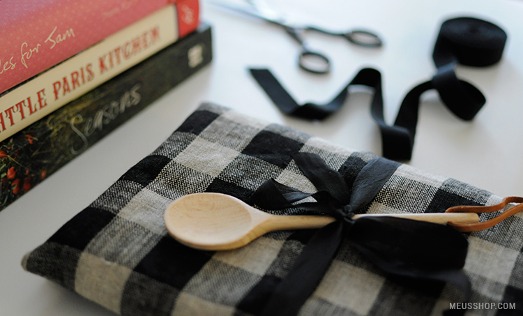 Una original forma de envolver un libro de cocina
