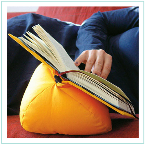 Inventos para lectores compulsivos: cojin para apoyar el libro