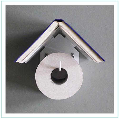 Inventos frikis para lectores: portarrollos para el cuarto de baño
