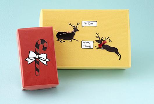 Envuelve tus libros para Navidad con papel llamativo adornado con dibujos navideños