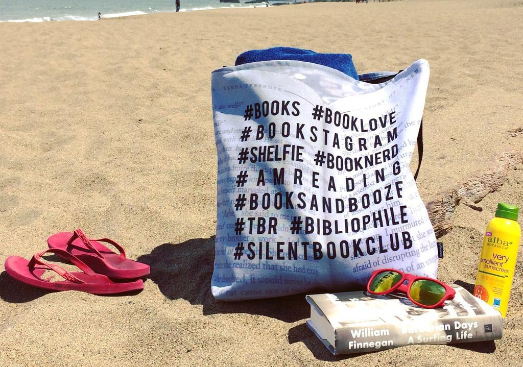 Ideas veraniegas para amantes de los libros: bolso de playa
