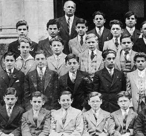 La imagen muestra a Salinger,alrededor del año 1929, junto a sus compañeros de clases de la escuela pública en el Upper West Side, Nueva York, a la que asistió hasta los trece años.