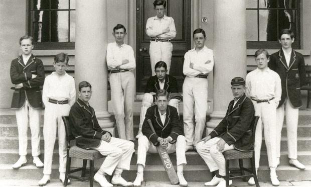 Samuel Beckett con su equipo de cricket del colegio