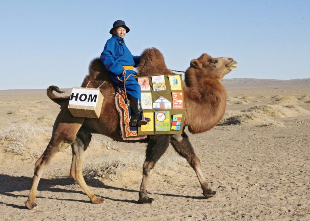 Biblioteca nómada en camello